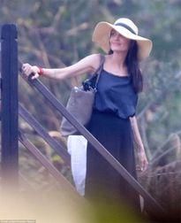 Angelina Jolie 'tậu' thêm 3 hình xăm mới gây chú ý