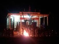 Trắng đêm đốt lửa nhảy múa đón năm mới ở thôn quê
