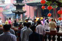 Người Sài Gòn viếng 10 ngôi chùa trước khi du Xuân