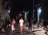 Xưởng gỗ bốc cháy lúc nửa đêm, nhiều người hoảng loạn