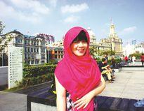 Cô gái Việt quảng bá lụa Hội An ra thế giới