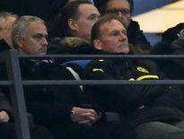 Van Gaal phủ nhận việc Mourinho sẽ thay ông ở M.U vào cuối mùa