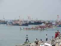 Lý Sơn khai hội đua thuyền truyền thống đầu năm trên biển