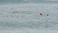 Bất ngờ vớt được xác phụ nữ khi tìm kiếm cháu bé mất tích trên biển
