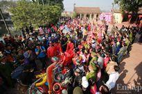 """Lễ hội chém lợn Ném Thượng: Dân làng chém """"ông ỉn"""" trong nhà kín"""