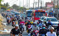 Người dân ùn ùn đổ về Sài Gòn sau kỳ nghỉ Tết dài ngày