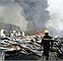 Hơn 100 cảnh sát cứu hỏa đám cháy lớn giữa Sài Gòn