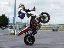 Trình diễn xe mô tô thể thao phân khối lớn