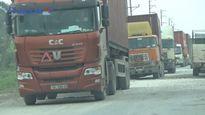 Hưng Yên: Xe ô tô né trạm thu phí QL5 'cày' nát đường 206