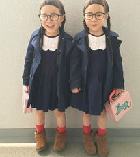 """Cặp sinh đôi có mái tóc """"xấu lạ"""" trở thành sao nhí ở Nhật"""