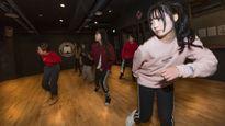 """Bên trong trường đào tạo """"idol"""" cho thiếu nữ tuổi teen muốn nổi tiếng ở Hàn Quốc"""