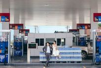 Bộ ảnh cưới siêu độc của cặp đôi ở trạm xăng