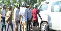 Vụ người dân chặn xe đưa đón công nhân: Tạm giữ 3 đối tượng