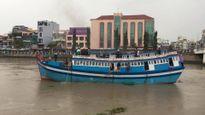 Giải cứu thành công con tàu bị mắc kẹt dưới chân cầu Lê Hồng Phong