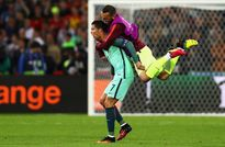 Cristiano Ronaldo lại bị chỉ trích vì BIẾN MẤT ở trận gặp Croatia