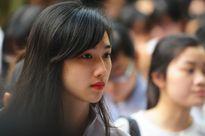 Nữ sinh giống Lưu Diệc Phi nổi bật trong phòng thi