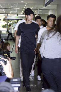 Kim Hyun Joong bơ phờ xuất hiện tại phiên tòa với bạn gái cũ