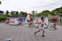 Sài Gòn nổi hứng: Trẻ già kéo nhau đạp xe lọc nước 'cống'