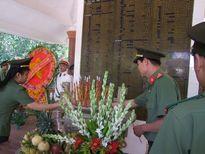 Dâng hương tưởng niệm các anh hùng, liệt sỹ Đoàn U70 và Ban An ninh tỉnh Tây Ninh