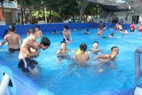 Bể bơi siêu rẻ 'hút' phụ huynh và học sinh