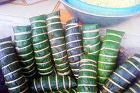"""Bánh chưng """"gù"""" trên mâm cỗ Tết của người Sán Dìu ở Quảng Ninh"""