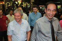 Thủ tướng Romani bất ngờ thưởng thức ẩm thực Việt trên phố Phùng Hưng
