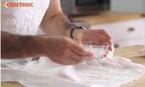 Áo sơ mi trắng như mới chỉ với muối và giấm