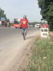 9x đi bộ xuyên Việt với ước mong hiến tạng