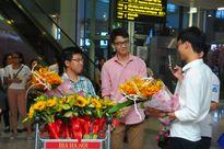 Đoàn học sinh dự thi Olympic Toán học về đến Việt Nam