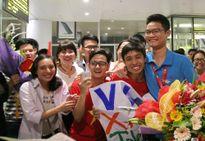 Đón đoàn học sinh Việt Nam dự Olympic Toán 2016 thắng lợi trở về