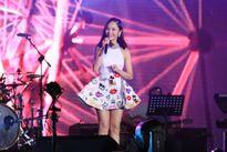 Miu Lê, Chi Pu thay phiên đốt nóng sân khấu Viral Fest Asia