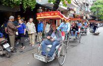 """Hà Nội sẽ trục xuất người nước ngoài kinh doanh du lịch """"chui"""""""