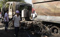 Xe tải tông xe container bốc cháy, hai người chết trên xe