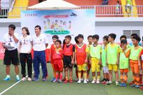 Danh thủ Hồng Sơn, MC Bình Minh hào hứng tuyển các cầu thủ nhí