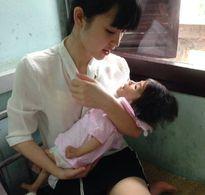 Sau 1 tháng, bé gái 14 tháng từng chỉ nặng 3,5kg đã được 'hồi sinh' thế này...