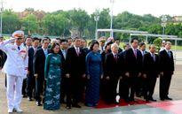 Hình ảnh: Đại biểu Quốc hội khóa XIV viếng Chủ tịch Hồ Chí Minh