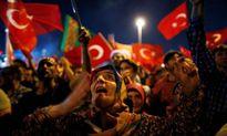 Dân Thổ Nhĩ Kỳ lo bị 'nhảy từ chảo rán sang lò lửa' hậu đảo chính