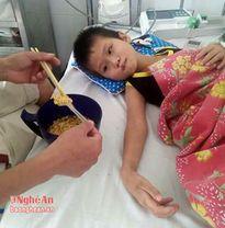 Cháu bé bị nhiễm trùng máu nhận được hơn 8 triệu đồng ủng hộ của nhà hảo tâm