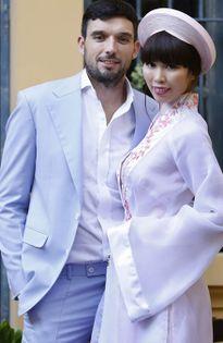Hà Anh diện áo dài truyền thống, hạnh phúc bên chồng Tây trong lễ ăn hỏi