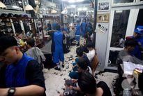 """Đã lâu lắm rồi người ta mới lại thấy một tiệm cắt tóc nhiều """"trai đẹp"""" lại """"chất chơi"""" đến thế"""