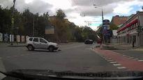 Va chạm với Renault Duster đang rẽ, Lexus RX lật nhào
