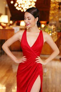 Hoàng Thùy Linh khoe chân thon dài với váy xẻ táo bạo