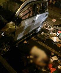 HN: Xế hộp lao trên cầu Thanh Trì xuống đất, tài xế chết tại chỗ