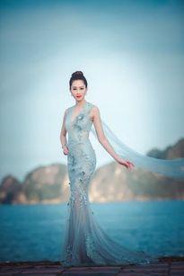 Sao Việt mặc đẹp: Hoàng Thùy Linh diện đầm đỏ nổi bật nhất tuần qua