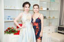 Angela Phương Trinh 'trốn nắng' đến Ocean Beauty and Cosmetic làm đẹp