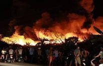 Hàng chục nghìn m2 nhà xưởng sản xuất nến bùng cháy trong đêm