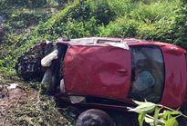 BMW rơi xuống hố sâu: 2 người chết, 5 người nguy kịch
