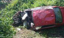 Ô tô BMW 'bay' xuống suối, 7 người thương vong