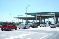 Nhân viên Viettel đang hoạt động 24/24 tại trạm thu phí không dừng ETC