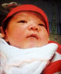 Bé trai 10 ngày tuổi bị người phụ nữ đi nhờ vệ sinh bắt cóc